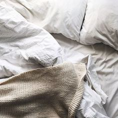 Wondering how often you should wash your sheets, pillows, or comforter? It depends on how much you use them. Most sheets should be washed once a week. Linen Bedding, Bedding Sets, Comforter, Bed Linens, Food For Sleep, Restorative Yoga, Daily Beauty, Beauty Tips, Cozy Bed