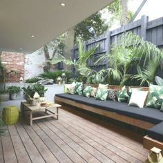 Proper Outdoor Bench for Your Cozy Days and Nights Bark bench combined with plants around. - Apartment Proper Outdoor Bench for Your Cozy Days and Nights Bark bench combined with plants around. Backyard Seating, Small Backyard Landscaping, Outdoor Seating, Outdoor Rooms, Outdoor Living, Landscaping Ideas, Outdoor Plants, Backyard Ideas, Outdoor Chairs