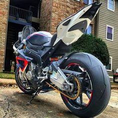 Moto: BMW S1000RR Snap: motoumsonho @carro.um.sonho @so_duas_rodas @motos_tuning @motonossoestilo @dub_motos @flogao_feirense_2 @esportivasbr @caboenroladorn @preparadasdenatal #boanoite #mus #moto_um_sonho ★ Adm @marcelinhomotovlog ★