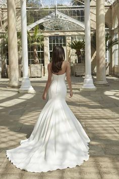 Beautiful bridal gowns for AW16 | Sassi Holford | weddingsite.co.uk