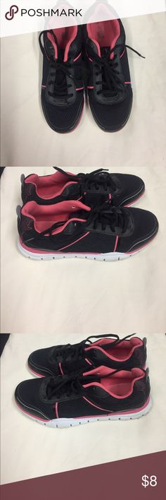 Black/Pink Size 10 Flex-Tech DanSkin Now Sneakers Black with Pink Lining. Fabric upper, Balance Man Made Material. Lite signs of wear on shoes, a lot of wear on the bottoms. Shoes are still in good condition for walking, Running and or just working out in. Danskin Now Shoes Sneakers
