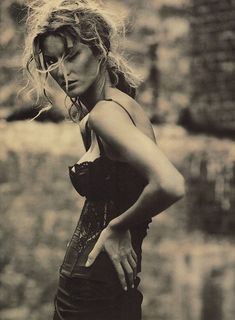 Gisele Bundchen by Paolo Roversi for Vogue Italia (February 2002)