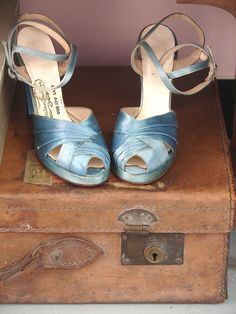 ~1940's shoes~pale baby blue satin pumps heels photo ad
