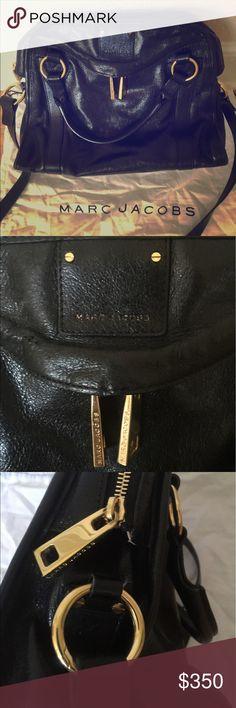 Marc Jacobs black medium shoulder bag Excellent condition beautiful black leather shoulder bag. Marc Jacobs Bags Shoulder Bags