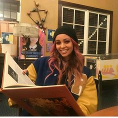 Discovered by QueenM. Find images and videos about riverdale and vanessa morgan on We Heart It - the app to get lost in what you love. Riverdale Cheryl, Riverdale Cw, Riverdale Memes, Vanessa Morgan, Betty Cooper, Archie Comics, The Cw, Canadian Actresses, Actors & Actresses