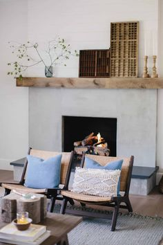 Brick Fireplace Makeover using Cement & Wood Mantle – Boxwood Ave – Modern brick fireplace Wood Fireplace Mantel, Fireplace Update, Brick Fireplace Makeover, Concrete Fireplace, Farmhouse Fireplace, Home Fireplace, Fireplace Remodel, Living Room With Fireplace, Fireplace Design