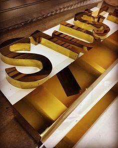 Shiny gold SS letters for @tzlsuites #gevelreclame  #skyltar #skylt #skilt #valomainos #ensiegne #reclame #signage #wayfinding #letters #design #mimari # #architect #numbers #wayfindingdesign #channelletters #architecture #brass #stainlesssteel #reclame #bord #3dletters  #typography  #yönlendirme #sinyalizasyon  #tabela #kutuharf #mimar #pylon #sign http://turkrazzi.com/ipost/1520326437117240320/?code=BUZSNbrAiQA