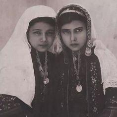 Palestinian girls 1960.