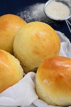 Soft Burger Buns, the softest most delicious burger buns you will ever make. So easy to make and you will never buy store bought buns again Soft Burger Buns Recipe, Burger Recipes, Bread Recipes, Delicious Burgers, Bun Recipe, Good Burger, Dinner Rolls, Recipe Using, I Foods