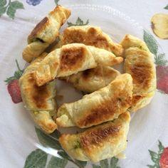 piccole brioches salate con zucchine, fiori di zucchina e formaggio http://ericaswelt.blogspot.it/2015/07/mini-brioches-salate.html