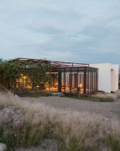 Art and life meet in the middle at a creative family retreat in Central Mexico.