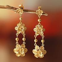 Garlands of filigree blossoms are joined in exquisite #earrings from Giuliana Valz-Gen