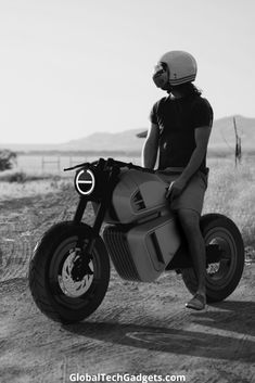 New NAWA Racer Electric motorbike comes with stylish design and hybrid ultra-capacitor engine system. It can achieve speed of in 3 seconds. This bike will be revealed in CES 2020 by NAWA Technologies. Motorbike Design, Motorbike Girl, Motorbike Cake, Concept Motorcycles, Honda Motorcycles, Vintage Motorcycles, Moto Roadster, Motorbike Drawing, Womens Motorcycle Helmets