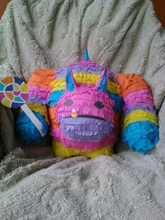 Based on the skylanders trap team villains comes this handcrafted pinata complete with his lolipop weapon. ~Measurement~  *15 in.tall  * 18