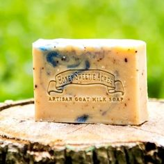 This soap's crushed organic blueberries and blueberry seed oil combine for a scent reminiscent of the blueberry fields of upper Maine. Full of ultra antioxidants! Ingredients: raw goat milk, natural g