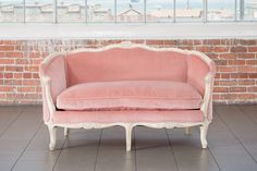 The Veleta / French Provincial Velvet Settee From Pieces by Violet / Vintage Rentals French Country Rug, French Country Bedrooms, French Country Decorating, Pink Velvet Couch, Pink Couch, Vintage Inspired Bedroom, French Provincial Bedroom, La Salette, Vintage Settee