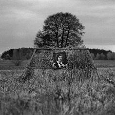 Adam Pańczuk (1978) mieszka w Warszawie, pracuje wszędzie, gdzie znajdzie ciekawy temat. Studiował na Akademii Ekonomicznej,