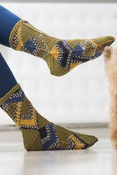Novita wool socks, Domino technique socks made with Novita Venla yarn - Super knitting Wool Socks, Knitting Socks, Hand Knitting, Knitting Patterns, Crazy Socks, Slouchy Hat, Boot Cuffs, Leg Warmers, Mittens