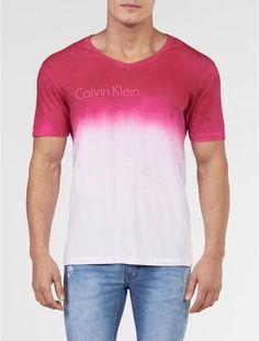 Camiseta Calvin Klein Jeans Degrade E Logo Rosa Escuro  1f7cf1d4ec2c9