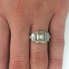It's going to be a good Monday with this vintage step cut diamond engagement ring! #love #singlestonela #coutureready #vintage #stepcut #unique #engagementring @singlestonesanmarino @by_couture