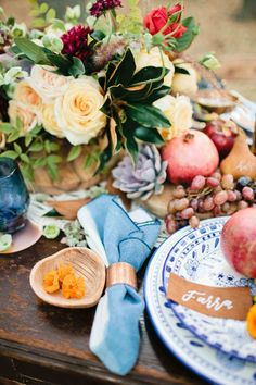Obsessed with this Friendsgiving tablescape