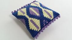 Tapestry Crochet for Beginners #1 – Crocheting a cushion - cushion oblique
