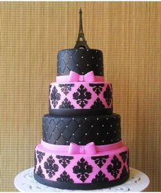 Bolo Paris rosa e preto: #bolosdecorados  #aniversario #festa #festaadulto #confeitaria #bolodeparis #paris 12th Birthday Cake, Birthday Cake Girls, Birthday Cupcakes, Fancy Cakes, Cute Cakes, Beautiful Cakes, Amazing Cakes, Bolo Paris, Damask Cake