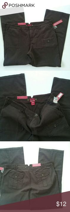 New LADIES BROWN MERONA SLACKS SZ 16 This is a new pair of ladies Brown Merona brand slacks pants. They are a size 16. They have button flap pockets in the back. They still have the tags from the store. Merona Pants Boot Cut & Flare