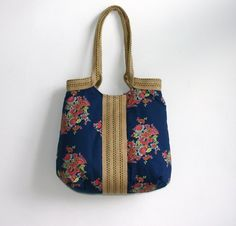 Another fun and flowery bag.  Love the blue color!