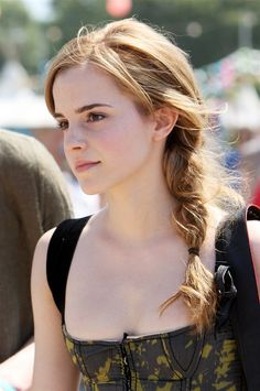 "Emma Watson has played Hermione in the ""Harry Potter"" and Belle in ""Beauty and the Beast."" Take a look back at her gorgeous hair evolution! Style Emma Watson, Emma Watson Belle, Emma Watson Hair Color, Emma Watson Cute, Photo Emma Watson, Emma Love, Emma Watson Beautiful, Maquillage Emma Watson, Emma Watson Makeup"
