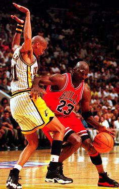Michael Jordan (Chicago Bulls) and Reggie Miller Basketball Tumblr, Basketball Girlfriend, Street Basketball, Bulls Basketball, Basketball Is Life, Basketball Legends, College Basketball, Basketball Players, Basketball Quotes