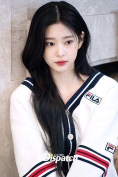 Cute Japanese Girl, Japanese Girl Group, Kpop Girl Groups, Kpop Girls, Kim Min, Korean Outfits, Beautiful Asian Girls, Girl Face, Ulzzang Girl