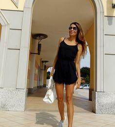 Gatta Vaidosa: Macaquinho preto com tênis branco
