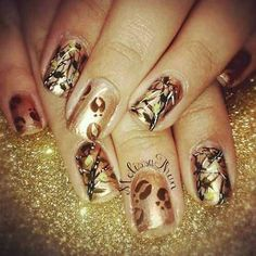 Camo nails with deer tracks! These are awesome! Fancy Nails, Love Nails, How To Do Nails, Pretty Nails, Camouflage Nails, Camo Nails, Deer Nails, Flag Nails, Cheetah Nails