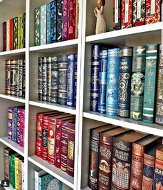10 Strangely Satisfying #Shelfies for the Book Lover in All of Us