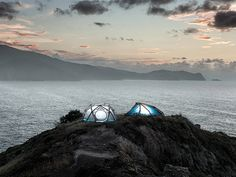 heimplanet mavericks: a geodesic inflatable tent for extreme conditions Air Tent, Camping Shelters, Tent Design, Cool Tents, Dome Tent, Geodesic Dome, Hiking Gear, Camping Gear, Backpacking Gear