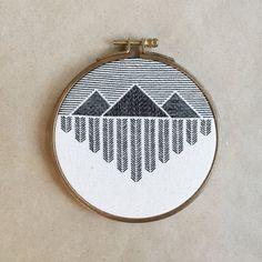 La main broderie broderie montagne Art de Hoop par StephanieLapre