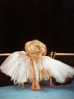 Milton H. Greene, Marilyn Monroe, Ballerina Sitting, New York, 1954
