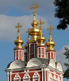 Image from http://www.richard-seaman.com/Travel/Russia/Moscow/Highlights/TransfigurationGateChurch.jpg.