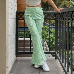 Baggy Pants, Pose, Straight Trousers, Joggers Womens, Vintage Pants, Retro Outfits, Green Outfits, Chill Outfits, Colourful Outfits