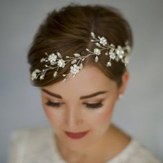 Are you interested in our bohemian bridal hair vine? With our bohemian wedding headpiece you need look no further.