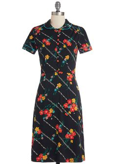 Gardens and Outs Dress. You know what it takes to produce a lush garden that lasts all season long, and - judging by this floral dress - you know all about flourishing fashion, too! #black #modcloth