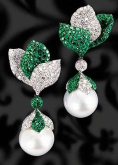 Pearl, diamond and emerald earrings Pearl Jewelry, Diamond Jewelry, Fine Jewelry, Women Jewelry, Emerald Diamond, Pearl Diamond, Jewellery Box, Fashion Jewelry, Indian Jewelry