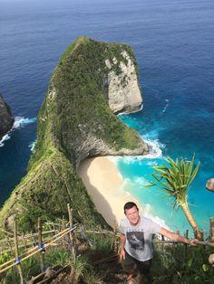 La plage de Kelingking à Nusa Penida