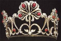 The Ruby Lotus Tiara is technically a coronet. Bolin is responsible for making this beautiful convertible coronet. The tiara can also be worn as 3 brooches or anything in between. There is also a parure. Royal Crown Jewels, Royal Crowns, Royal Tiaras, Royal Jewelry, Tiaras And Crowns, Ruby Jewelry, Family Jewels, Circlet, Bridal Gifts