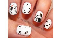 Take a look at these amazing ideas for a Disney manicure! From Mickey, Minnie and friends, to all the Disney princesses and iconic characters, you'll find the perfect Disney nails to finish off… Simple Disney Nails, Simple Nails, Disney Manicure, Disney Nails Art, Nail Art Halloween, Chalkboard Nails, Such Und Find, Website Design, Mickey And Friends