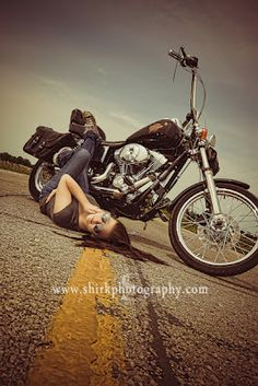 17 Super ideas for chopper motorcycle girl photo galleries Motorbike Girl, Chopper Motorcycle, Biker Chick, Biker Girl, Motorcycle Photo Shoot, Biker Photoshoot, Girl Photo Gallery, Boudoir Pics, Poses Photo