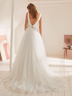 Wedding dress with V neck and princess silhouette in mikado Photo 2 Bridal Gowns, Wedding Gowns, Wedding Bride, Wedding Ideas, Pronovias, Princess Silhouette, Scarlett, Wedding Dress Shopping, Elegant Wedding Dress