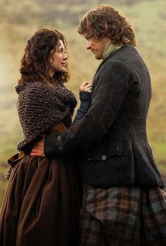 S1 Ep8 - Both Sides Now - Claire and Jamie - screencap