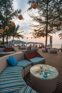 Bliss Beach Club Yummy Food Drinks Events And Simply Great Atmosphere At Beachfront Bangtao Bay In Et Thailand
